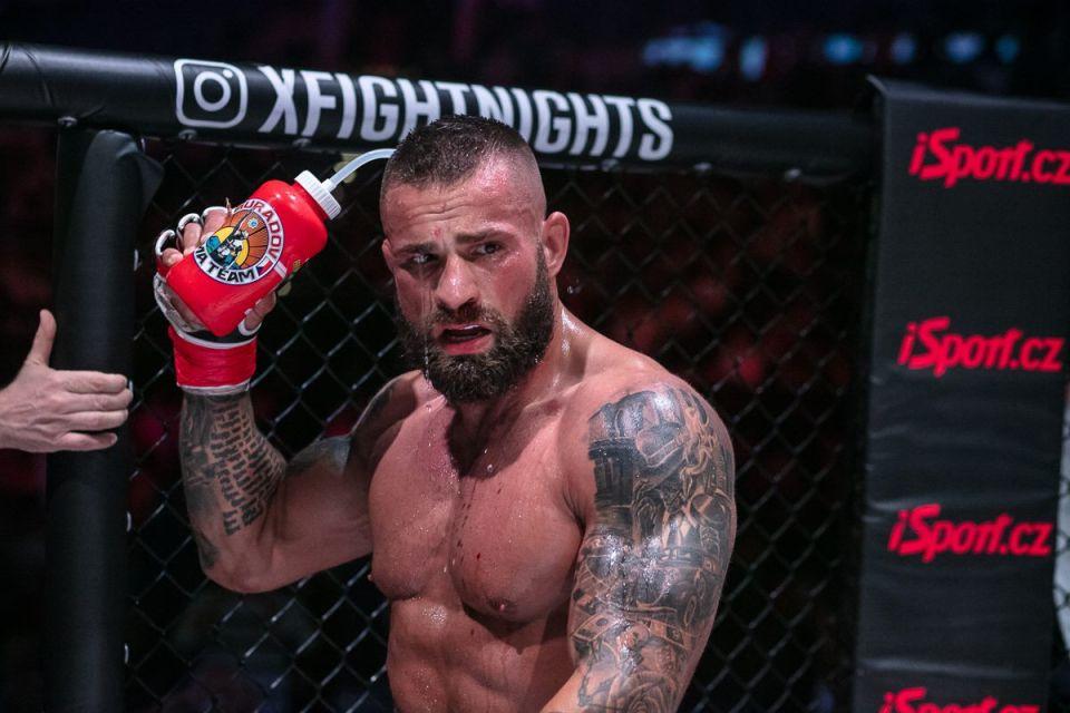 Profesionálna kariéra Karlosa Vémolu v MMA